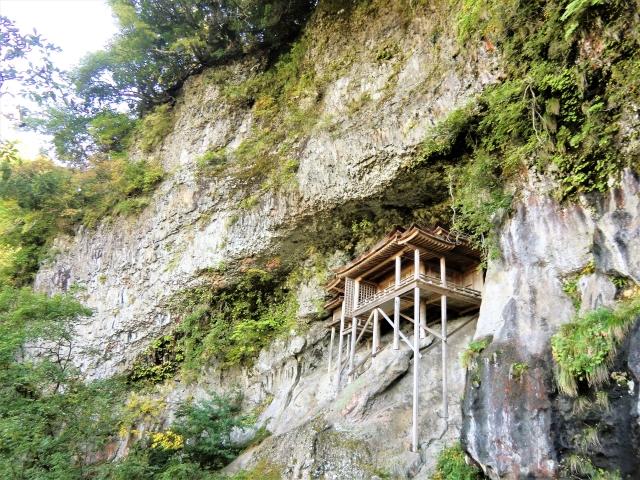 奥院「投入堂」は日本一危険な国宝