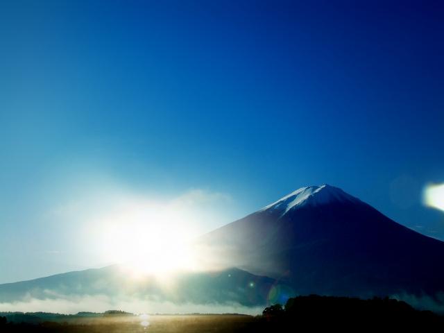 富士山を頂く山中湖は関連神社も豊富