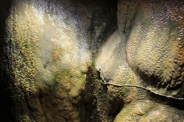 洞窟には「マリアさま」「お釈迦さま」もいる?