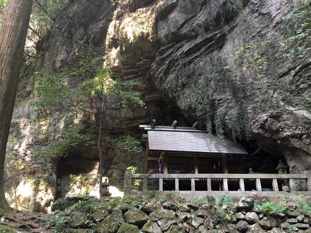 洞窟には縄文人が住んでいた