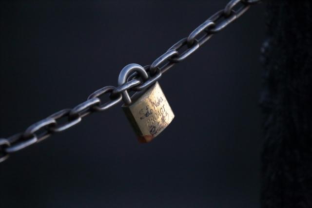 縁モニュメントで愛鍵をロック!